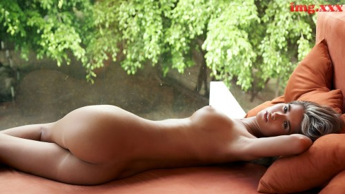 Pics of nude babes big boobs